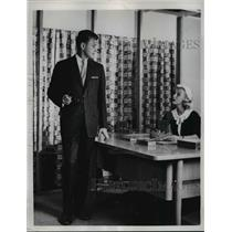 1957 Press Photo Ensemble Suit offers same fabrics with Jacket and Plain Trouser
