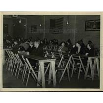 1940 Press Photo Bingo Raid at Recreational Center  - nee89281