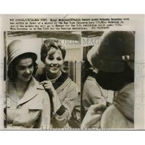 1959 Press Photo Margi Anderson helps Natasha Boredina with her outfit