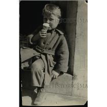 1924 Press Photo Little Boy eating ice cream  - nee92127