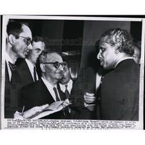 1955 Press Photo V.K. Krishna Menon Indian Diplomat talks to newsman