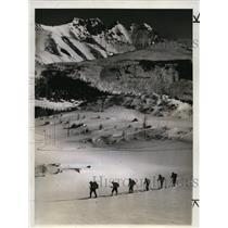 1941 Press Photo Skiers move through the Citadel Pass, Sunshine Valley, Alberta