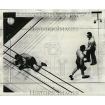 1937 Press Photo Thomas on canvas while Schmeling on way to corner in 8th round