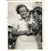 1938 Press Photo Patty Berg & Grace Doherty trophy at Miami Biltmore golf