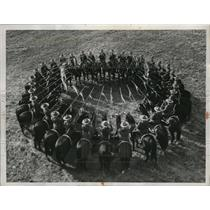 1956 Press Photo Royal Canadian Mounted Police doing the musical ride
