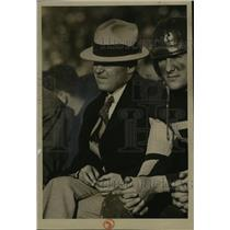 1932 Press Photo Coach Zuppke, with reason, looks glum on a bench with player