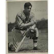 1937 Press Photo Bud Adams reciting his trials of a bush league manager