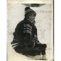 1929 Press Photo Mrs JAD MCCurdy rests after skating at Chatrau Frontenac
