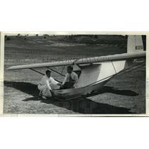 1939 Press Photo Instructor Victor Mead Saudek explaining operation of controls