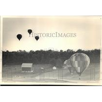 1986 Press Photo High winds limit the balloons participating at Balloons Party