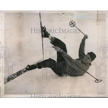 1939 Press Photo Heavyweight boxer Lou Nova trains while skiing in Nevada