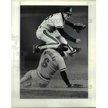 1988 Press Photo Jay Bell turns a double play on a ball hit by Jeff Stone