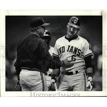 1988 Press Photo: Doc Edwards talks to Andy Allanson after catcher brushed back