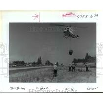 1992 Press Photo Helicopter Dipped Water & Dumped it on the Memaloose State Park