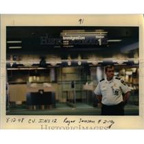 1998 Press Photo Portland International Airport officer - orb36522