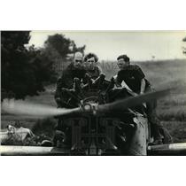 1981 Press Photo Dixon, pilots Denis Kellman and Sean Spoo - mja04151