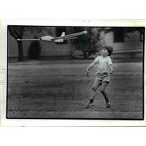 1983 Press Photo John Perrin, 5, left, takes a run with his model glider