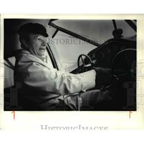 1979 Press Photo Bill Shea on the Stinson Reliant's control panel - ora89185