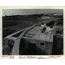 1984 Press Photo William C. Rohrbacker & Wayne E Olson working on Portland Int'l