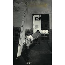 1987 Press Photo Crew members removed a section of the tail from the truck