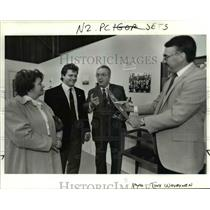 1989 Press Photo Igor Chkalov tells plane held by Al Peake to wife, Inna & son