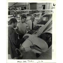 1986 Press Photo Glen Fors w/ Tim Croall & Alan Hammond tune up light plane engn