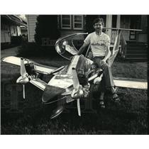 1987 Press Photo Al Chabot & his 13 foot-long Cricket plane - mja01720