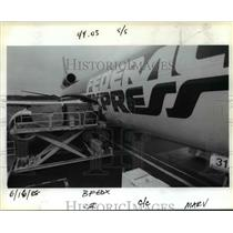 1988 Press Photo The first Federal Express plane to Tokyo a DC 10-30 - orb66479