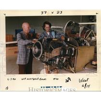1990 Press Photo Art Whitaker visits with Peter Lewis of D. Lewis Aviation