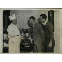 1934 Press Photo Jimmy McLarnin, camp chef Joe Olivetto & Charlie Schoenmon