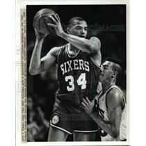 "1988 Press Photo Cavs V 76ers- John ""Hot Rod"" Williams gets a snoot full ."