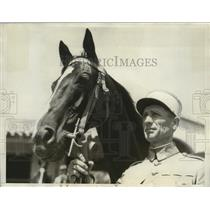 """1932 Press Photo Sgt. Major E. Pinon with """"Taine"""", a French horse for Olympics"""