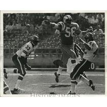 1971 Press Photo Bob Bruggers of the Charges tries to block a Denver punt