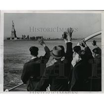 1952 Press Photo Deported seamen waving at the Statue of Liberty