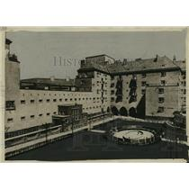 1931 Press Photo Former Military Garrison Becomes Vienna Apartment Building