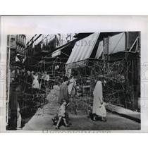 1956 Press Photo Barbed Wire Maze in Street Casbah in Algiers for Culprits