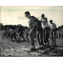 1985 Press Photo Troop 607 Boy Scout members stumbled along log-walking event
