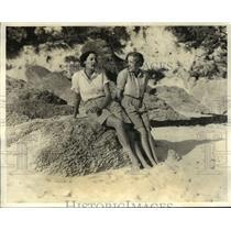 1933 Press Photo Katherine R. & Thekla Brunder at the Castle Harbour in Bermuda