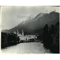 1991 Press Photo Innsbruck's snowcapped mountains, Austria - mja04678