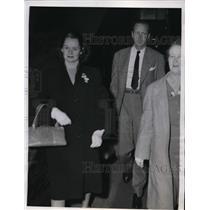 1946 Press Photo New York Brooklyn Dodgers Dixie Walker, wife return to NYC