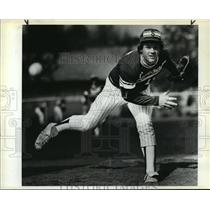 1984 Press Photo Sunset's Ken Roberts is back pitching for improved Apollo team