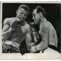 1949 Press Photo Ray Robinson Beating Steve Bellaise in Welterweight Match