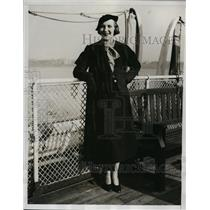 1933 Press Photo New York Mrs. Beason arrives in NYC on the S.S. Berengaria