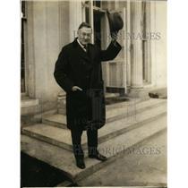 1924 Press Photo Jas Watson of Indiana tips his hat - nef01103
