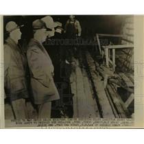 1940 Press Photo Three National Guardsmen stand at attention - nef03633
