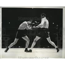 1940 Press Photo Boxer Ken Overlin lands left on Cerefino Garcia during their bo