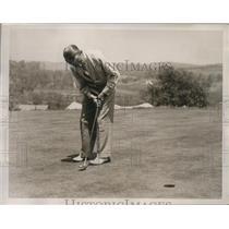 1937 Press Photo Golfer Paul Runyan putting during PGA National Tournament
