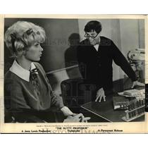 """1963 Press Photo Stella Stevens and Jewrry Lewis in """"The Nutty Professor"""""""