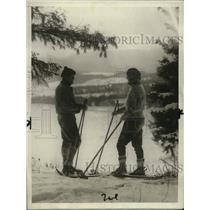 1928 Press Photo Mr. and Mrs. James Howe Britton ski-hiking in Lake Placid, NY