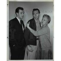 1962 Press Photo Robert Lansing's Guests Joey Walsh (C) & Sheila Bromley